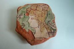frammento di ceramica graffita con ritratto femminile; Museo Archeologico della Laguna di Marano, museo della laguna