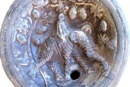 lucerna romana con raffigurazione d'elefante; Museo Archeologico della Laguna di Marano, museo della laguna
