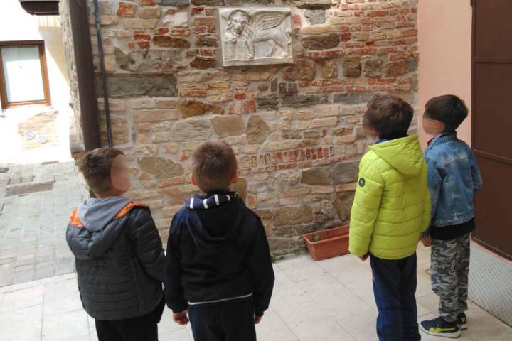 laboratorio giovani alunni presso il MuLa museo archeologico della laguna di Marano